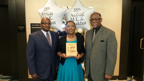 AAU Track and Field Club Accepts Unsung Hero Award
